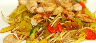 Hühnchen-mit-Curry-Gemüse-&-Sojasprossen