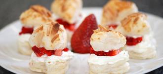 Blätterteigherzen-mit-Erdbeeren-und-Quarkfüllung