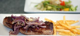 Steak-mit-gerösteten-Zwiebeln
