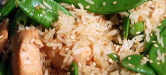 Wok-Reis-mit-Huhn-und-Bohnen