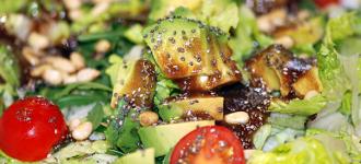 Avokado-auf-Salat