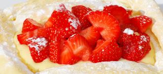 Blätterteig-mit-Vanillecreme-und-Erdbeeren