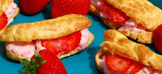 Eclair-mit-Erdbeer-Creme